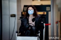 Прибытие задержанного рейса Сиань - Екатеринбург в аэропорту Кольцово. Екатеринбург, аэропорт кольцово, аэропорт, китайцы, пассажиры, медицинская маска, защитные маски, коронавирус