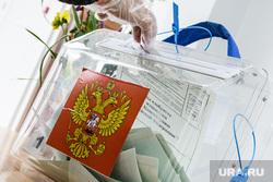 Голосование по поправкам в Конституцию РФ. Екатеринбург, ящик для голосования, голосование, урна для голосования, общероссийское голосование, голосование по поправкам в конституцию