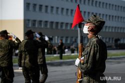 Репетиция парада, посвященного 75-й годовщине Победы в Великой Отечественной войне в 32-м военном городке. Екатеринбург, защитная маска, военный, почетный караул, военнослужащий, репетиция парада, военная форма, маска на лицо, солдат, полевая форма, 32военный городок