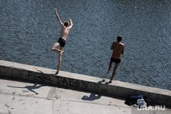 Благоустройство набережной Тобола. Курган, мальчишки, лето, тобол, река тобол, нырять запрещено, плавание, прыжок в воду, купание в реке