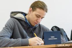 Студенты УрФУ в экзаменационный период. Екатеринбург, экзамен, зачетная книжка, урфу, студенты, сессия