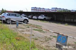 Парковка для автомобилей жилого дома №17, 6 мкр. в п. Заозерный. Курган, стоянка автомобилей, платная парковка, парковка, стоянка, автомобили, автопарковка, место на парковке, 6 микрорайон