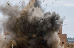 Клипарт, официальный сайт министерства обороны РФ. Екатеринбург, бтр, военная техника, взрыв, атака, здание, полигон