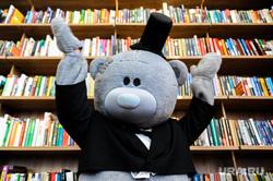Квест для читателей в Челябинской областной публичной библиотеке. Челябинск, библиотека, ростовая кукла