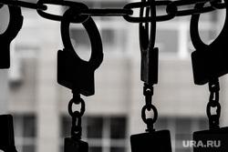 Клипарт. Наручники. Екатеринбург, арест, долг, тюрьма, преступник, заключенный, ипотека, подсудимый, срок, полиция, заключение под стражу, наручники, конвой, задержание, банда, преступность, преступление, криминал, опг, группировка