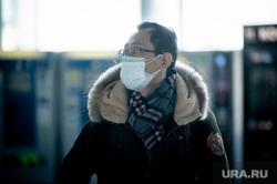 Прибытие задержанного рейса Сиань - Екатеринбург в аэропорту Кольцово. Екатеринбург, аэропорт кольцово, аэропорт, китайцы, пассажиры, защитные маски