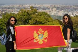 Виды Будапешта. Венгрия, девушки, будапешт, флаг черногории