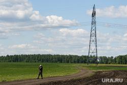 Посевные работы в агрохозяйстве «Каменское». Свердловская область, поселок Лебяжье, поле, линия электропередач, лэп, природа урала, сельская местность