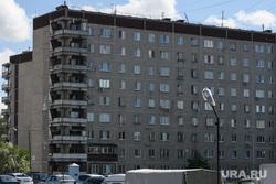 Пятьдесят пятый день вынужденных выходных из-за ситуации с распространением коронавирусной инфекции CoVID-19. Екатеринбург, жилой дом, улица 40-летия комсомола32а