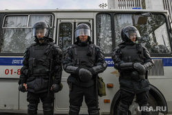 Третий день протестов против строительства храма Св. Екатерины в сквере около драмтеатра. Екатеринбург, омон