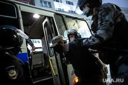 Несанкционированная акция против принятия поправок к Конституции РФ на Пушкинской площади в Москве. Москва, автозак, задержание активистов, митинг, полиция, росгвардия, космонавты, винтилово, дождь, петровка улица, хапун