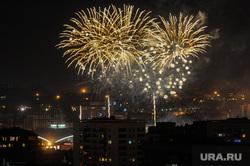 Почетные граждане города на праздничном концерте. Челябинск, салют, фейерверк