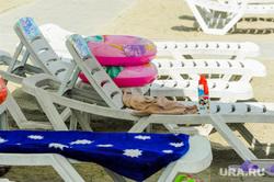 Частный пляж «Западный». Челябинск, лето, пляж, отдых, лежаки, надувной круг, пляжный сезон