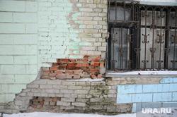 Аварийное расселение здания по ул. Спорта 1б. Тюмень, кирпич, аварийный дом, трещина в доме, расселение, разрушение в стене