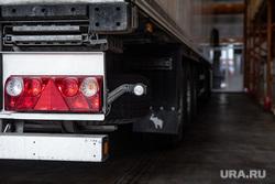 Прибытие первых крупных поставок плодоовощной продукции из Узбекистана. Екатеринбург, фура, грузовик, грузоперевозки, дальнобойщик, перевозка грузов, фургон, грузовик с прицепом