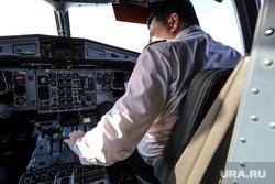 Споттинг. Курган, аэропорт, навигация, utair, ожидание, навигационная система, кабина пилота, пилот экипажа, аэроквокзал