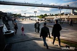 Зоны отдыха открыты после карантина: набережная Тюмени.