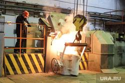 Открытие литейного цеха на Курганском арматурном заводе. Курган, печь, литейный цех, курганский арматурный завод, разливка металла, масса металла, ковш с металлом