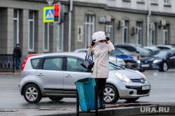 Пустой город. Обстановка в городе во время эпидемии коронавируса.. Челябинск, погода, эпидемия, непогода, пакет на голове, дождь, пустой город