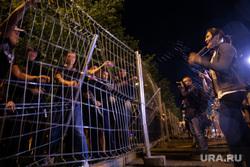 Ночной протест против строительства  храма святой Екатерины в сквере около драмтеатра. Екатеринбург, протестующие, забор, храм на драме, сквер на драме, борцы рмк, протесты в екатеринбурге