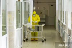 Госпитальная база по лечению коронавирусной инфекции. Магнитогорск, коридор больницы, защитные очки, защитная маска, защитная одежда, больница, covid-19, covid19, ковид, противочумной костюм