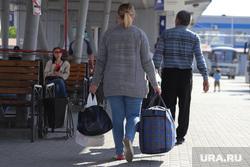 Автобусный вокзал и виды города. Курган, чемоданы, автовокзал, сумка, лето, автобус, пассажиры, отпуск
