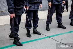 Несанкционированная акция против изменения пенсионного законодательства в Перми, полицейские, полиция, дубинки, полицейский