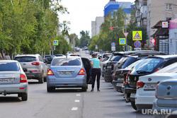Автомобильная парковка по ул. Володарского. Курган