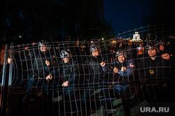 Акция против строительства собора святой Екатерины на территории сквера у Театра драмы. Екатеринбург, ограждение, росгвардия, протест, сквер на драме, храм на драме