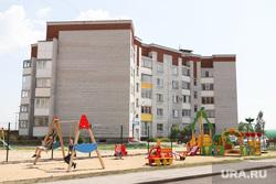 Выездное заседание областной Думы. Курган, детская площадка, новостройка, недвижимость, двор дома