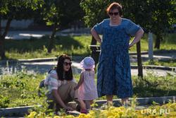 Виды Екатеринбурга, отдых горожан, семья на прогулке