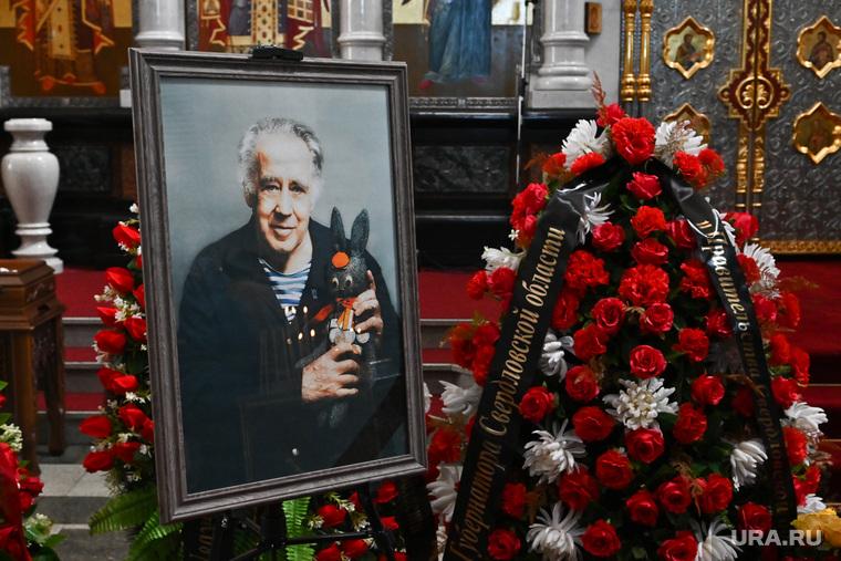 Похороны Владислава Крапивина. Необр