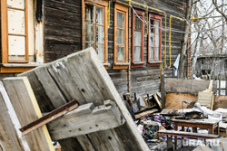 Виды Екатеринбурга, мусор, старый дом, двор, барак, хлам, разруха, улица саввы белых