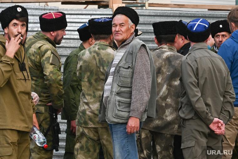 Фото: Владимир Жабриков © URA.RU/Это не гастарбайтеры из Средней Азии. Это екатеринбургские казаки!!!