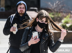 Тридцать третий день вынужденных выходных из-за ситуации с CoVID-19. Екатеринбург, маска на лицо, девушка в маске