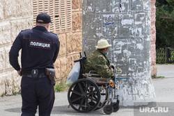 Клипарт. Магнитогорск, инвалид, милостыня, попрошайка, инвалидная коляска, город, полицейский