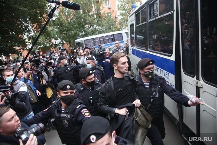 Обстановка у Пресненского суда во время оглашения приговора Михаилу Ефремову. Москва