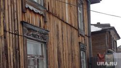 Тобольск памятники духовная столица, деревянный дом, белье на веревке