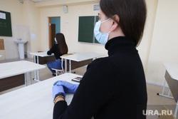 Пробный экзамен ЕГЭ в школе №7. Курган, егэ, школьница, экзамен, школа, выпускница