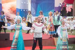День города на Центральном стадионе. Магнитогорск, концерт, русский народный костюм, народный хор, русские народные песни, праздник