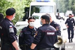 Акция профсоюза журналистов в поддержку Ивана Сафронова около СИЗО «Лефортово». Москва, полицейские, туристическая полиция