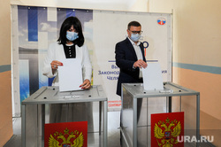 Алексей и Ирина Текслер на избирательном участке. Челябинск, текслер алексей, избирательный участок, текслер ирина