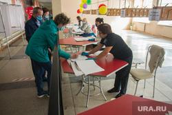 Единый день голосования. Магнитогорск, гардеробная, избирательный участок, выборы 2020