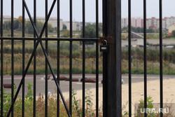 Стадион по пр. Конституции. Курган, ремонтные работы, железные ворота, стадион синтез