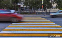 Запрет парковки у гимназии 47. Курган , машина, пешеходный переход, зебра