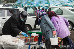 Клипарт. Магнитогорск, лето, торговые ряды, рынок, ягоды, продажа, дождь, пенсионеры