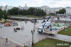 Виды Екатеринбурга, исторический сквер, монтаж сцены, автокран, плотинка