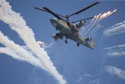 Клипарт, официальный сайт министерства обороны РФ. Екатеринбург, вертолет, в небе, ка-52, пиропатроны