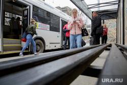 Виды Перми, остановка, автобус, общественный транспорт, пассажиры