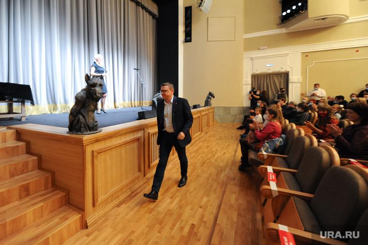 Губернатор Алексей Текслер и Ирина Текслер в молодежном театре, Челябинск